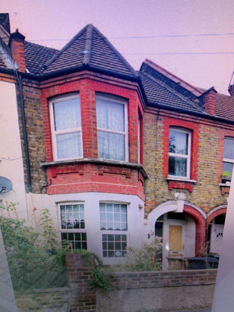2 Bedrooms Flat for sale in London E10