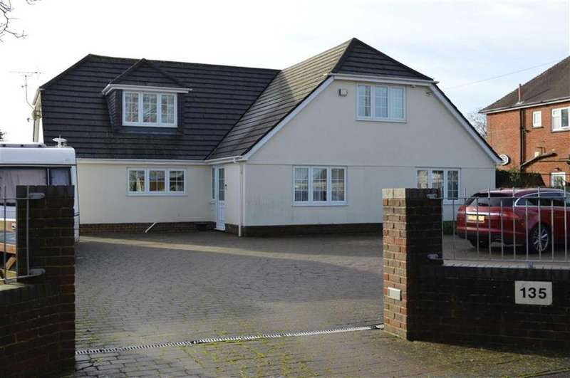 5 Bedrooms Chalet House for sale in Magna Road, Bournemouth, Dorset