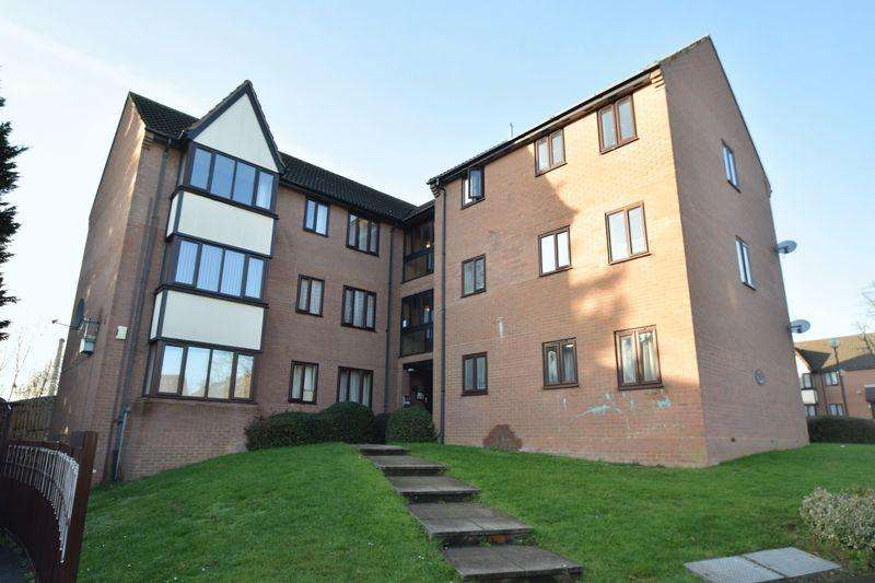 2 Bedrooms Flat for sale in Dorrington Close, Luton