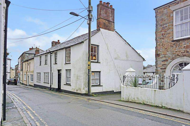 5 Bedrooms Semi Detached House for sale in Market Street, Stratton