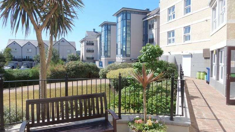 2 Bedrooms Property for sale in Cwrt Sant Tudno, Llandudno, LL30 1BZ