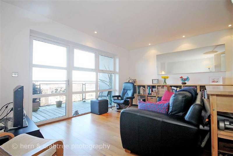 2 Bedrooms Flat for sale in Park View, Greyfriars Road, Cardiff