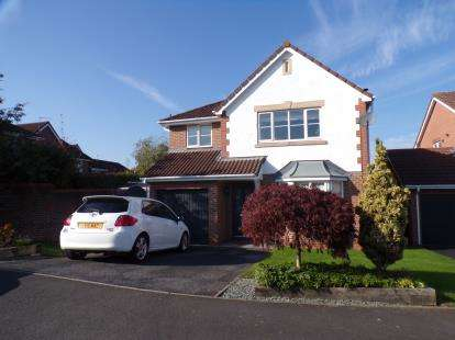4 Bedrooms Detached House for sale in Carnoustie Close, Winsford, Cheshire