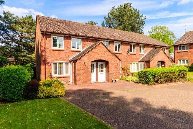 1 Bedroom Maisonette Flat for sale in Acorn Drive, Wokingham, Berkshire, RG40 1EQ