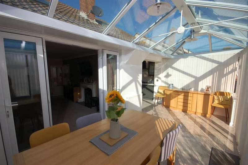 4 Bedrooms Semi Detached House for sale in Mount Gardens, Hanham, Bristol, BS15 8NY