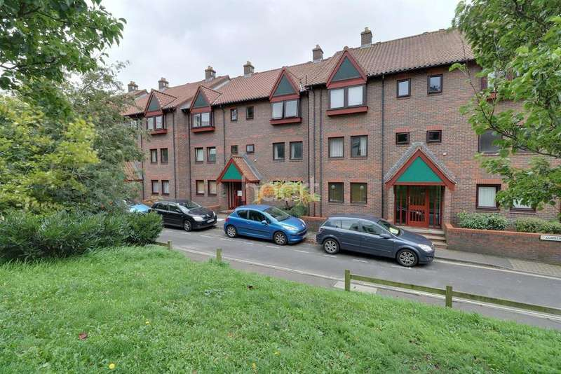 Studio Flat for sale in Cleve Court, Cumberland Place, BS8