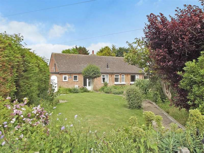 3 Bedrooms Detached House for sale in Grove Road, Sutton on Sea, Lincs., LN12