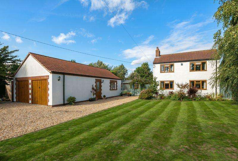 4 Bedrooms Detached House for sale in 1 High Thorpe, Southrey