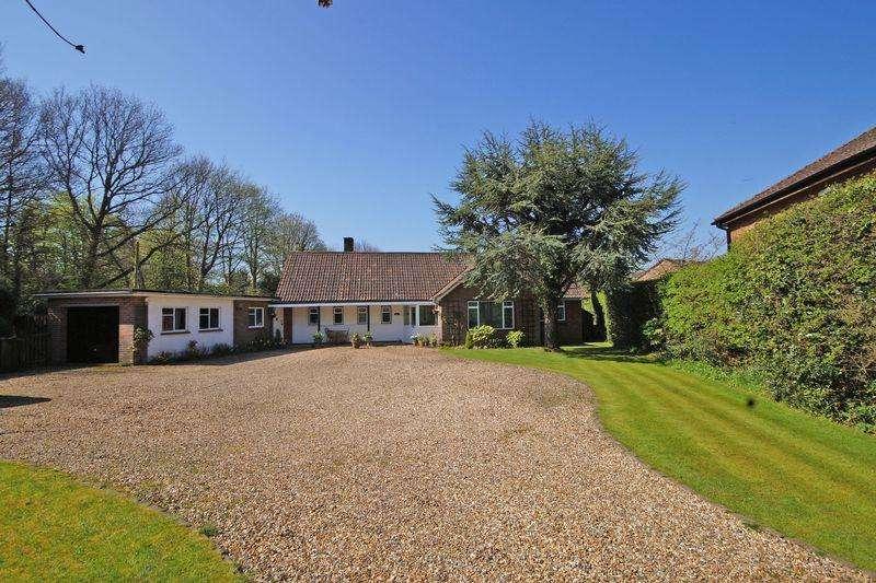 3 Bedrooms Detached Bungalow for sale in Nairdwood Lane, Prestwood