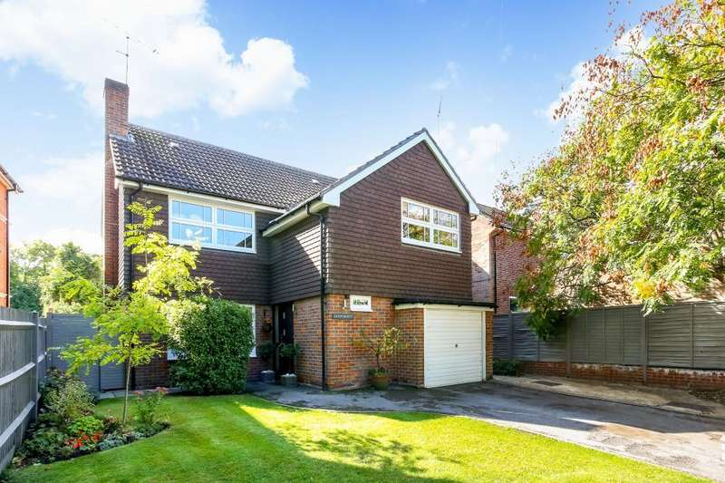 4 Bedrooms Detached House for sale in Oriental Road, Sunninghill