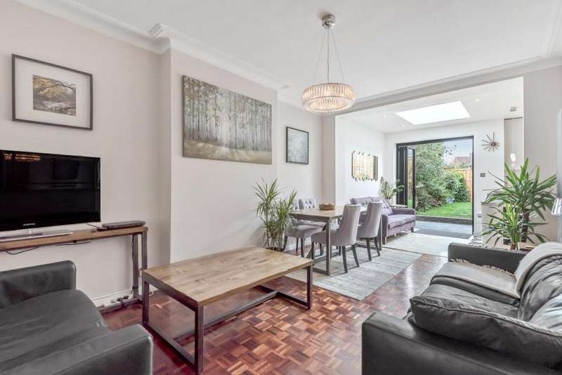 2 Bedrooms Flat for sale in High Street, Southgate