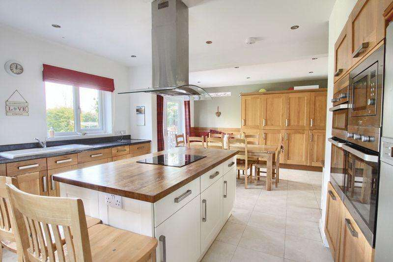 5 Bedrooms Detached House for sale in Thornwood Avenue, Ingleby Barwick
