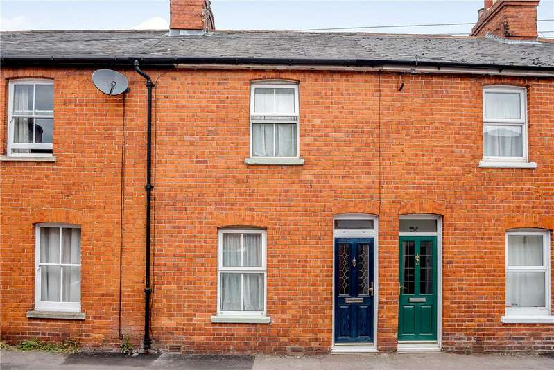 2 Bedrooms Terraced House for sale in Russell Road, Newbury, Berkshire, RG14