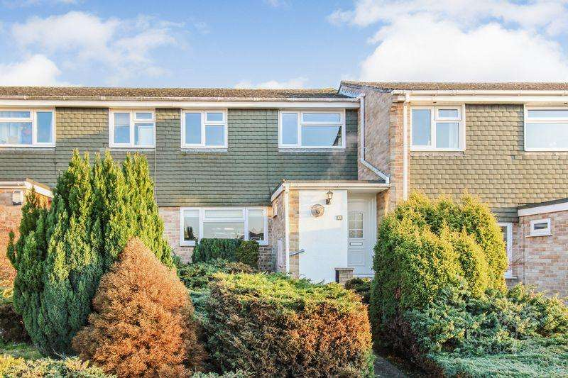 3 Bedrooms Terraced House for sale in Sagecroft Road, Thatcham