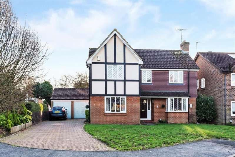 4 Bedrooms Detached House for sale in Trefoil Close, Wokingham, Berkshire RG40 5YQ