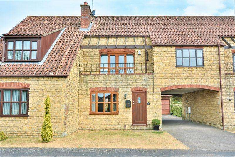 3 Bedrooms Town House for sale in Viking Close, Waddington, Lincoln