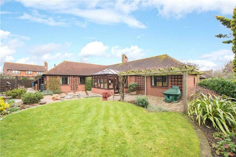 4 Bedrooms Detached Bungalow for sale in Baskerfield Grove, Woughton on the Green, Milton Keynes, Buckinghamshire