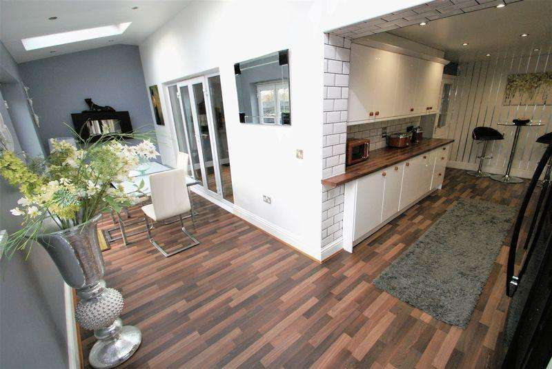 4 Bedrooms Detached House for sale in Dean Park, Ferryhill