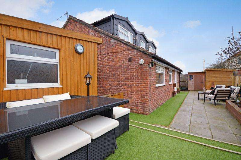 4 Bedrooms Detached House for sale in Whitchurch Road, Bristol