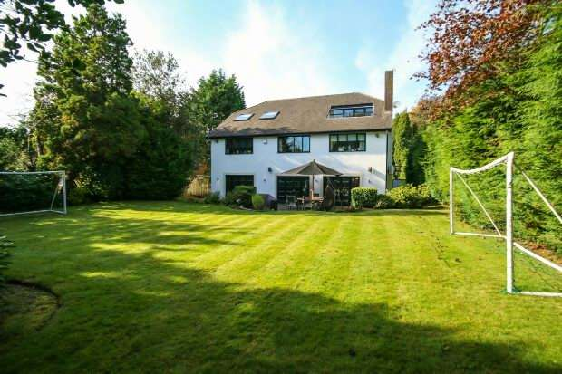 6 Bedrooms Detached House for sale in Hill Top, Hale