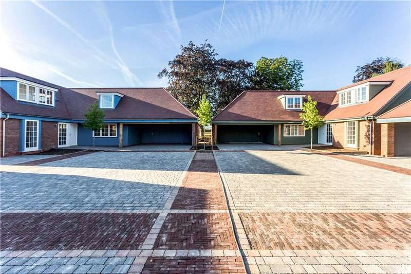 3 Bedrooms Bungalow for sale in Henrys Place, Harbury, Leamington Spa, CV33
