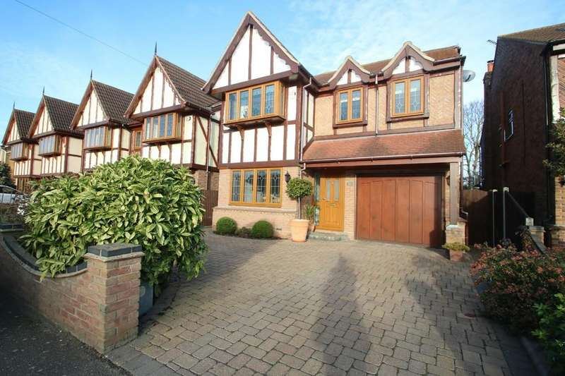 4 Bedrooms Detached House for sale in Canewdon View Road, Ashingdon