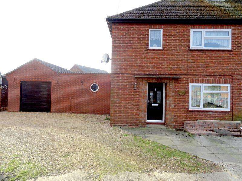 2 Bedrooms Semi Detached House for sale in Brownlow Crescent, Pinchbeck