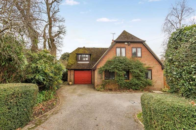 4 Bedrooms Detached House for sale in Durford Road, Petersfield, GU31