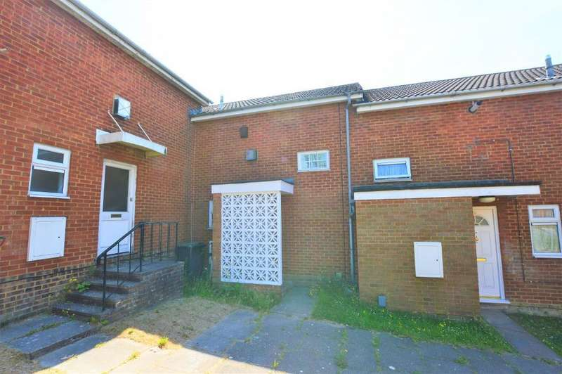 3 Bedrooms Terraced House for sale in Morris Close, Luton, LU3 3TP