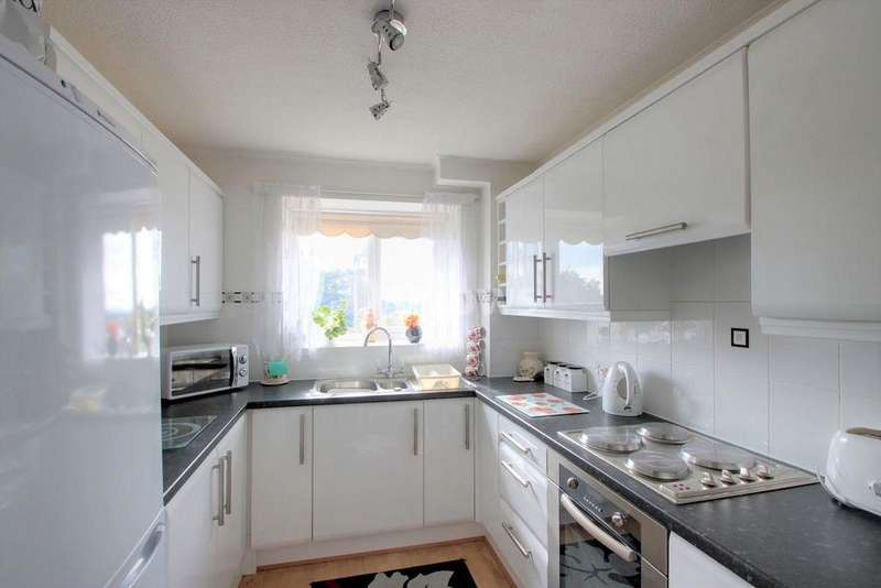 2 Bedrooms Flat for sale in Meridian Court, North Road, Cardiff