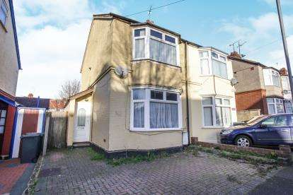 2 Bedrooms Semi Detached House for sale in Churchill Road, Luton, Bedfordshire