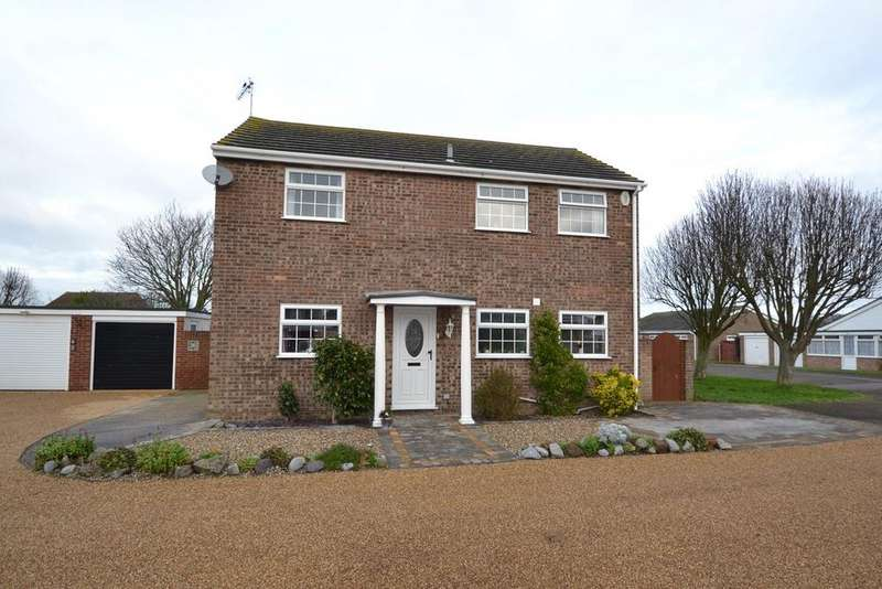 4 Bedrooms Detached House for sale in Woodbridge Grove, Clacton-on-Sea, CO16