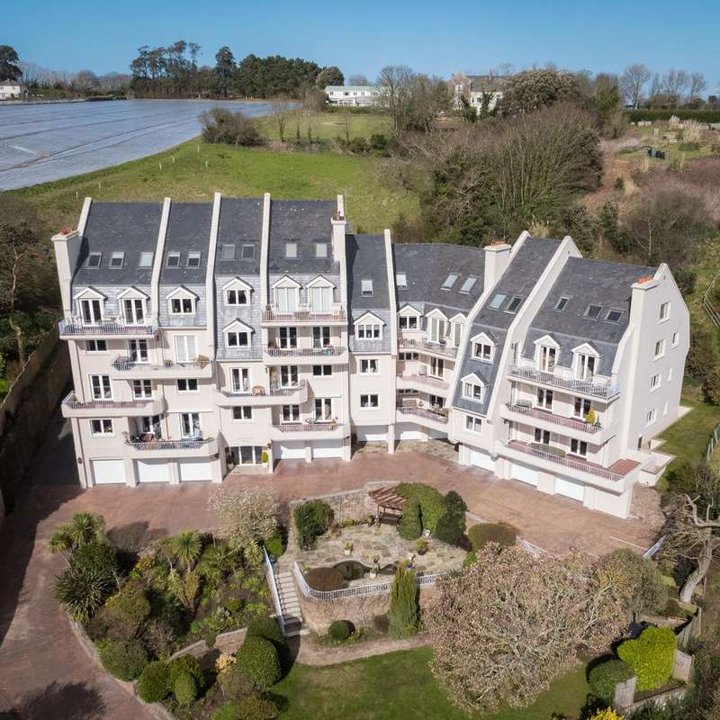 3 Bedrooms Penthouse Flat for sale in Le Mont De Gouray, St. Martin, Jersey