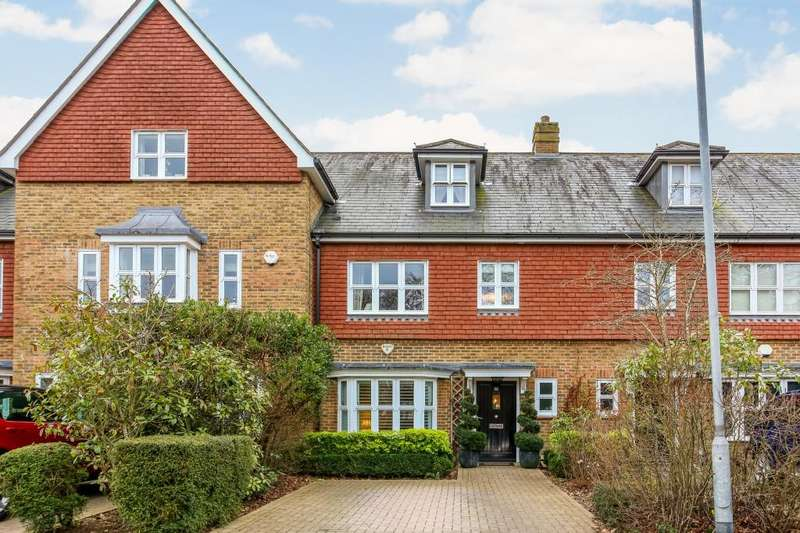 3 Bedrooms Terraced House for sale in Highgrove Avenue, Ascot