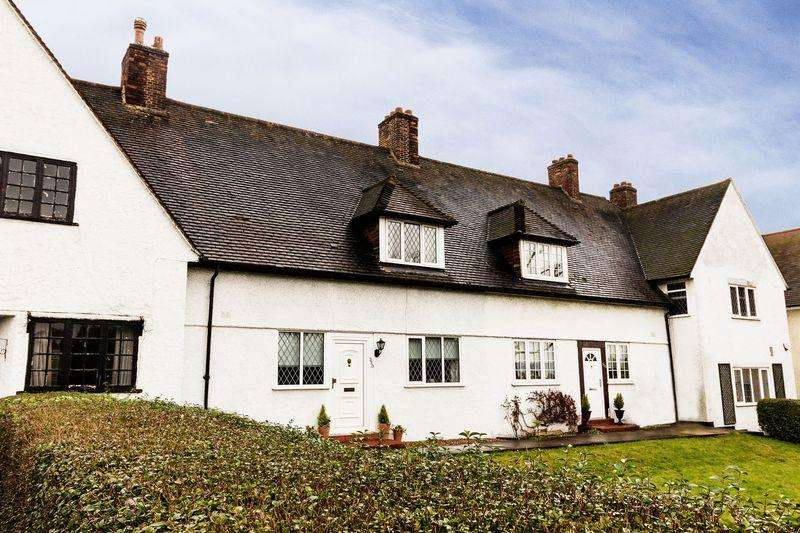 3 Bedrooms Cottage House for sale in Well Hall Road, Eltham SE9