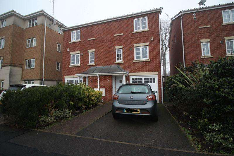 3 Bedrooms Town House for sale in Cravenwood Road, Reddish