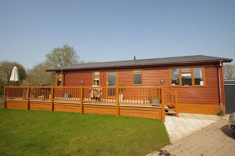 2 Bedrooms Lodge Character Property for sale in Carlton Meres Holiday Park, Saxmundham, Suffolk