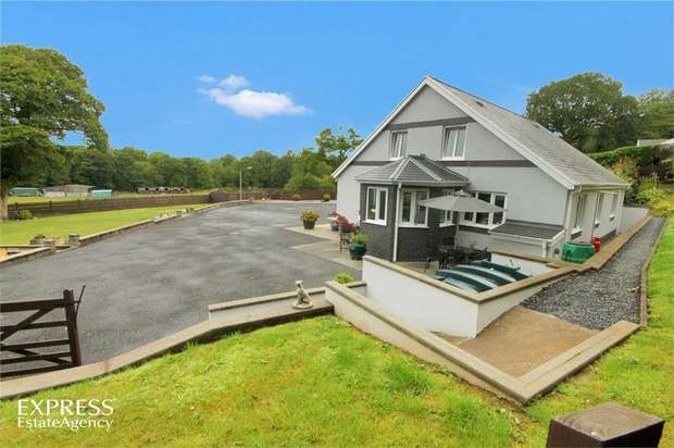 4 Bedrooms Detached House for sale in Derwen Road, Tumble, Llanelli, Carmarthenshire