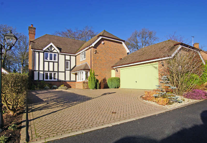 5 Bedrooms Detached House for sale in The Hollies, Barnt Green, B45 8GB