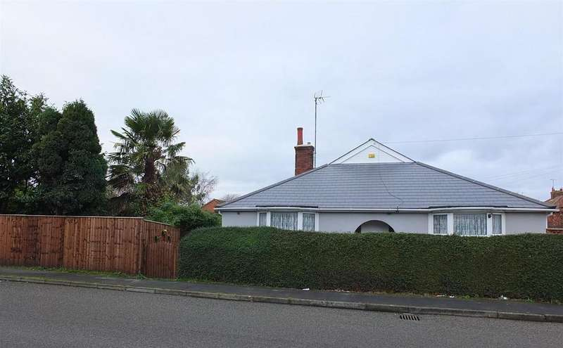 3 Bedrooms Detached Bungalow for sale in New Road, Sutton Bridge