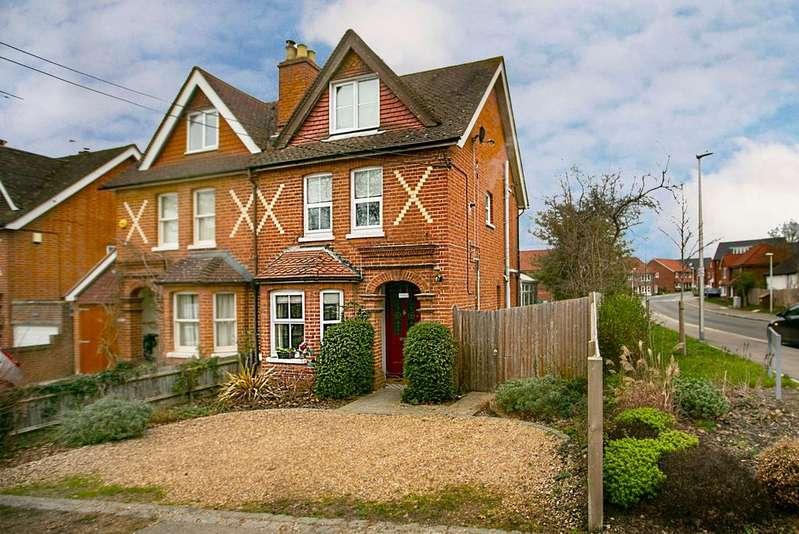 3 Bedrooms Semi Detached House for sale in Basingstoke Road, Spencers Wood, Reading, RG7 1AP