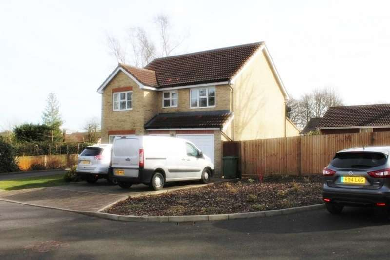 4 Bedrooms Detached House for sale in Hillcrest Close, Goffs Oak