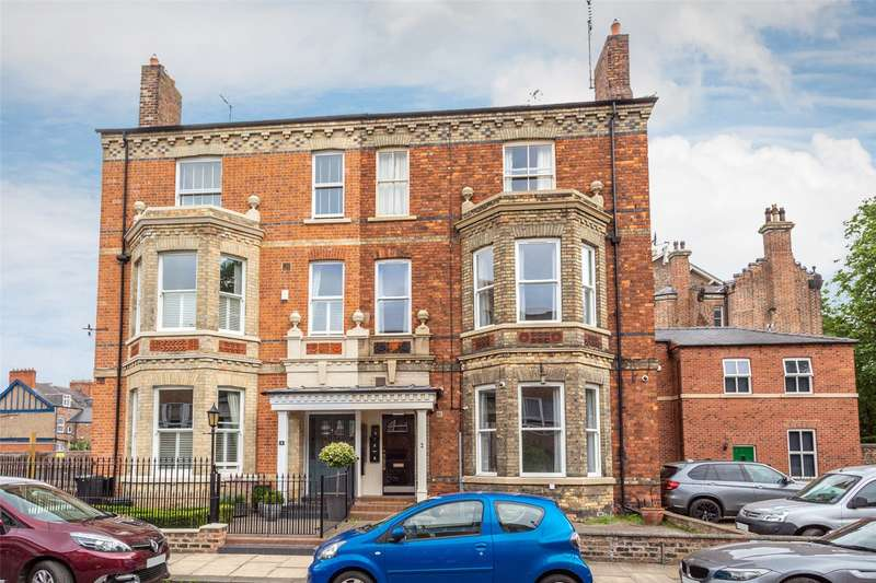 9 Bedrooms Semi Detached House for sale in Sycamore Place, York, YO30