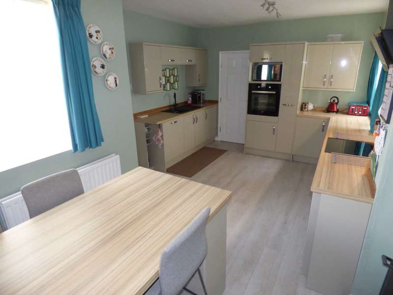 2 Bedrooms Semi Detached House for sale in * Two Bedrooms plus Three Loft Rooms * Reduced * Coatham Road, Redcar