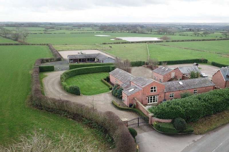 4 Bedrooms Barn Conversion Character Property for sale in Dutton, Cheshire