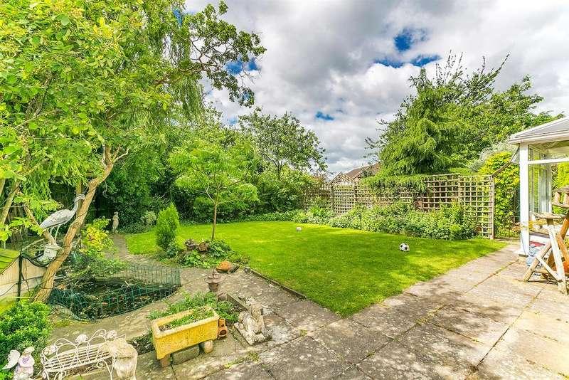 4 Bedrooms Detached House for sale in Arlott Crescent, Oldbrook, Milton Keynes