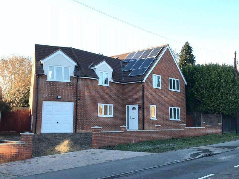 4 Bedrooms Detached House for sale in Terriers, High Wycombe