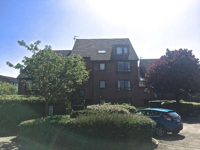 2 Bedrooms Flat for sale in Ashman Court, Marina Gardens