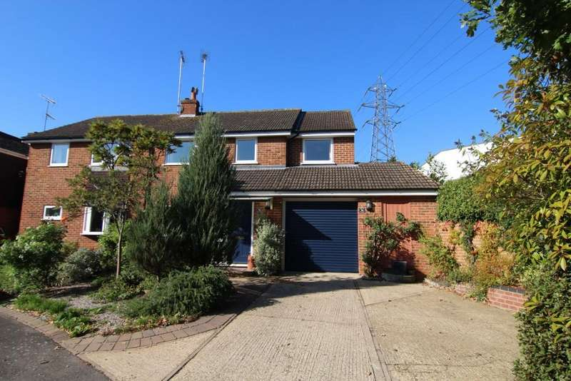 4 Bedrooms Semi Detached House for sale in Heath Close, Wokingham