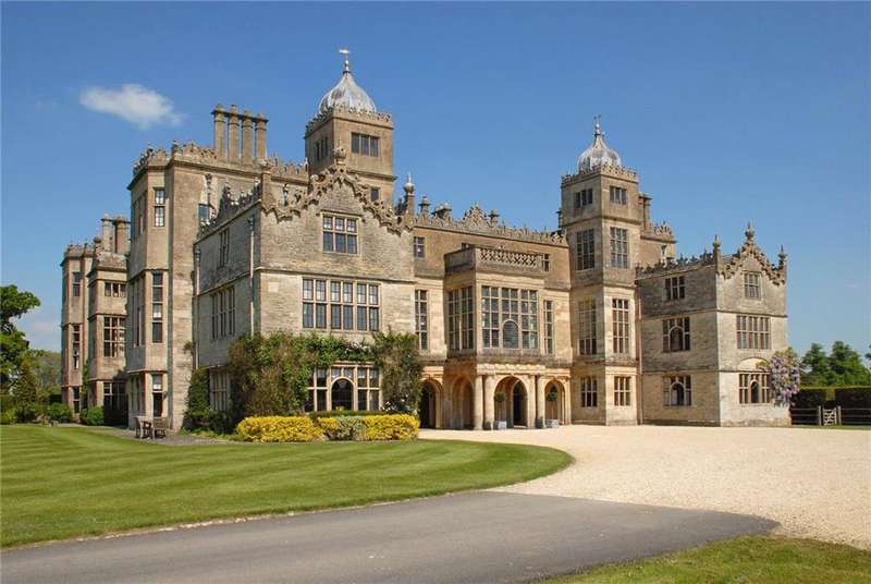 5 Bedrooms Flat for sale in 12A 12B Charlton Park, Charlton, Malmesbury, Wiltshire, SN16